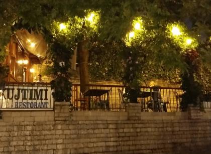 restaurant kujtimi in gjirokastra best place